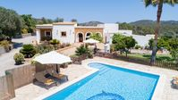 Wonderful family friendly villa in a beautiful quiet setting and a A* host