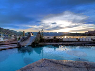 Photo for Beautiful Grandview on the Lake One Bedroom Uplake View Condo (sleeps 6)