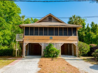 Photo for Walk to Beach & Town! Sleeps 4 / 2 BD, 2 BA / Dog Friendly / Screened Porch