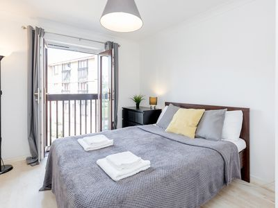 Photo for Gorgeous, Homely 2 Bed Apartment London
