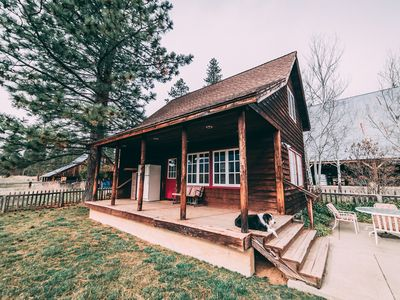 The Meyers Ranch Cabin, 500 ac cattle ranch, 1 hr to Mt. Lassen