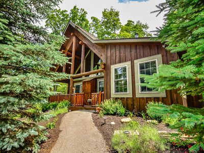 Lake area home with indoor hot tub, gas grill, foosball table and two fireplaces!