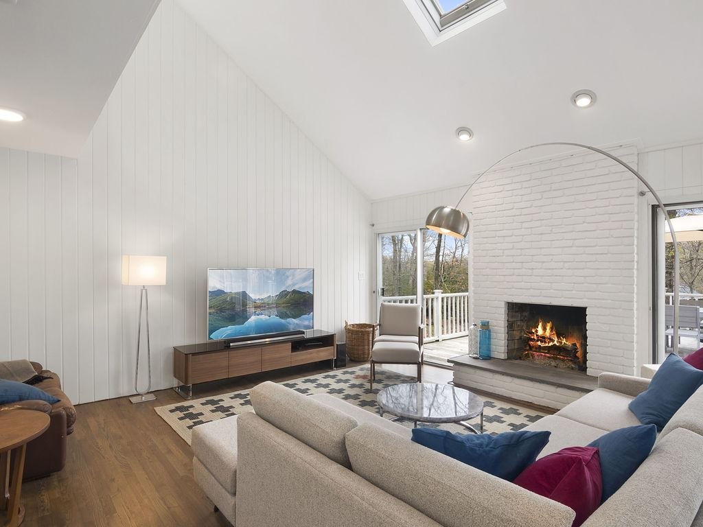 Modern, Renovated Summer Rental In East Hampton-minutes From The Beach