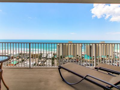 Photo for Beautiful condo w/private beach access & resort pools, hot tub, gym, dock, more