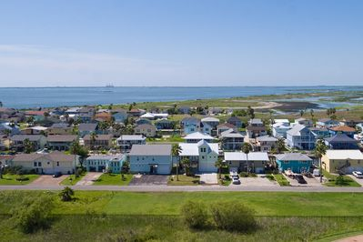 Neighborhood - Your rental is set right on a canal leading to the Gulf of Mexico.