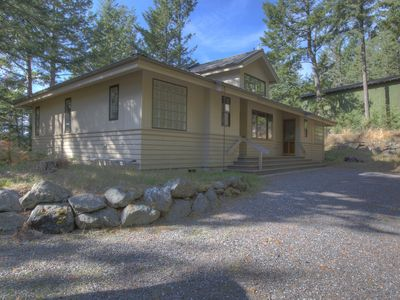 Photo for Elegant 2-Master Home with Easy Access to Cascade Lake trails