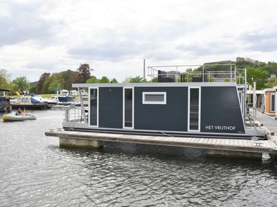 "Photo for Cozy floating Boatlodge ""Het Vrijthof"". Max. 4 persons, 2 bedrooms."
