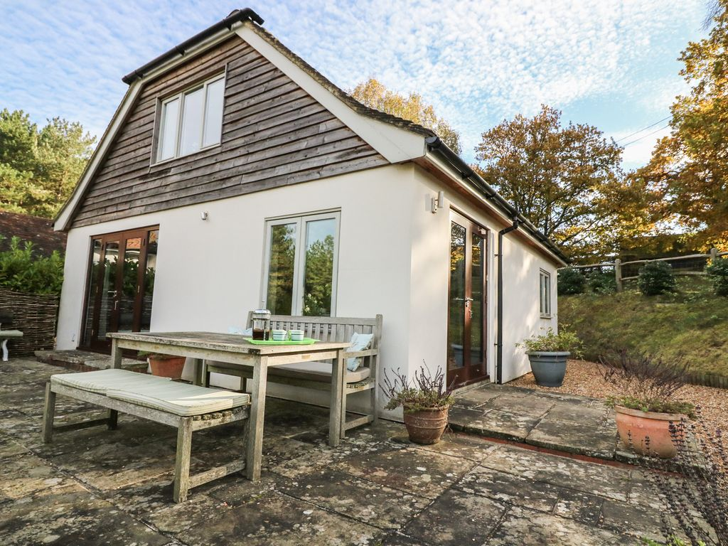 LONG MEADOW, Family Friendly, With A Garden In Midhurst, Ref 965129