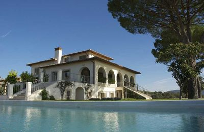 Photo for 7 bedroom Villa, sleeps 14 with Pool, Air Con and FREE WiFi