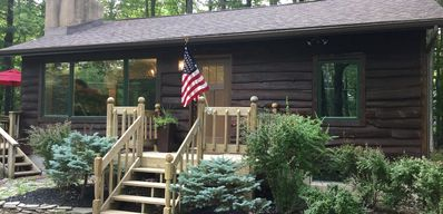 Charming Rustic Cabin, All Newly Renovated, with seasonal Lake View