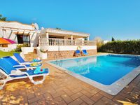 Beautiful quiet location yet only 10 minutes walk to Algarve shopping centre. Villa immaculate