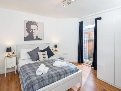 Photo for Charming 1 bed flat near Westfield (sleeps 4)