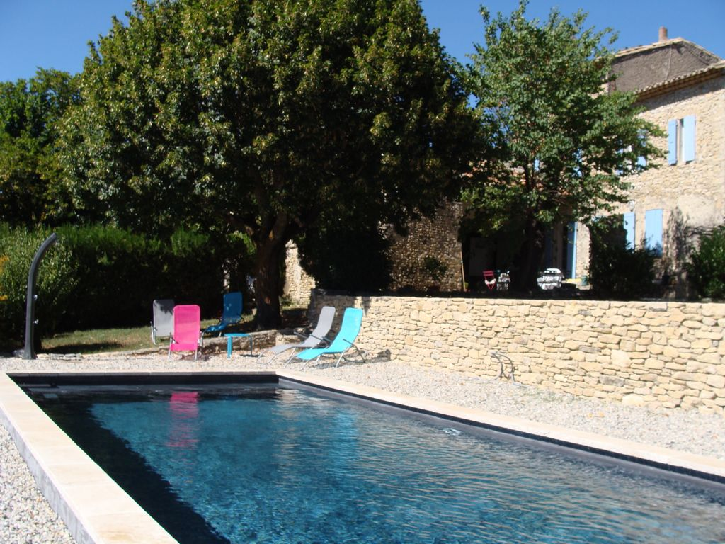 Maison proven ale authentique rustique piscine chauff e for Piscine romaine