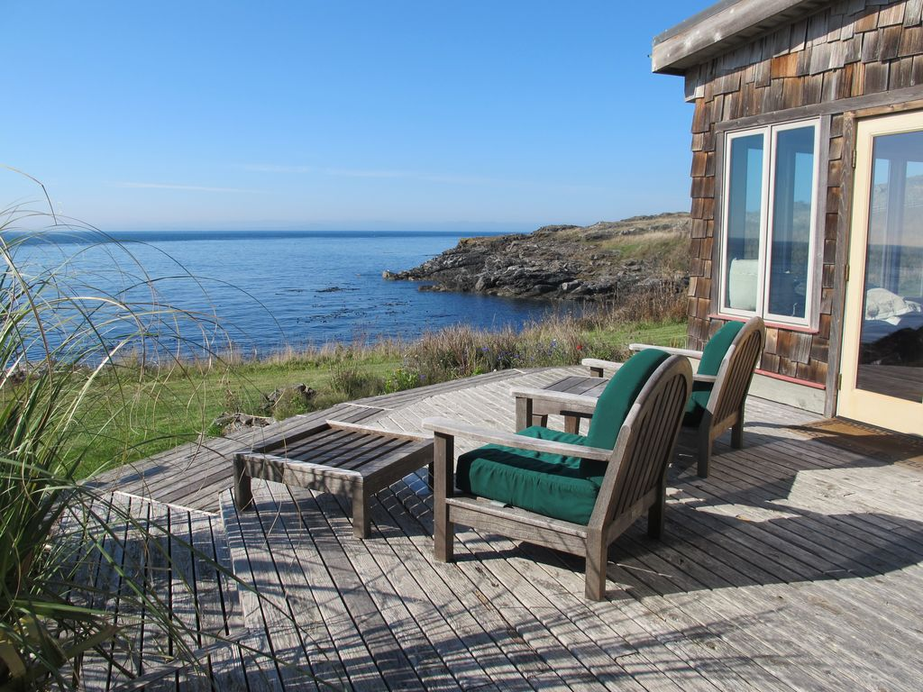Most premier whale watching vacation home on san juan for Cabin rentals san juan islands wa