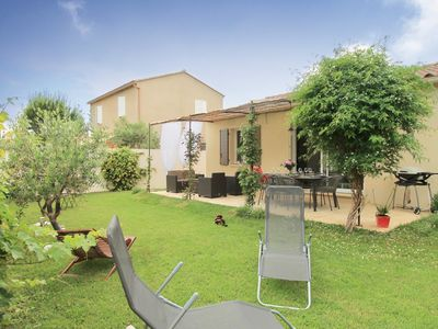Photo for Au Pied des Tours - A lovely holiday house on walking distance from Chateaurenard.