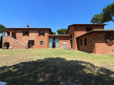Photo for Lovely apartment for 6 guests with pool, TV and parking, close to Montepulciano