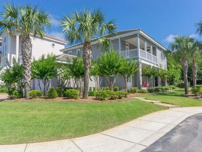 NEWLY LISTED! 6BR Beach House in the Heart of DESTIN - Walk to Beach!