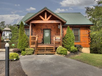 Photo for Fantastic 3 bedroom cabin just minutes from the Parkway in Pigeon Forge!
