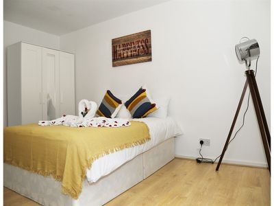 Photo for **** DELUXE APARTMENT - 10 MINS TO OXFORD STREET A