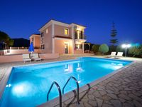 Fab Villa, Great location. Very Friendly and Helpful Owners.