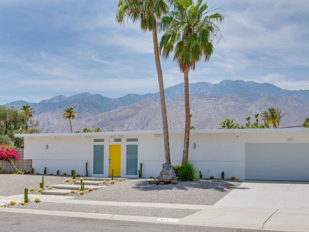 Desert Day Modern   Remodeled Palm Springs Vacation Home. Desert Day Modern   Fabulous New Mid Mod      HomeAway Palm Springs