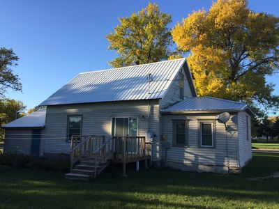 Dakota Hunting House - Furnished for Extended Stays - Pet Friendly