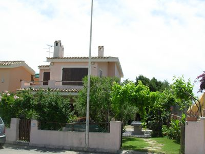 Photo for Ground floor apartment with garden a few steps from Simius beach.