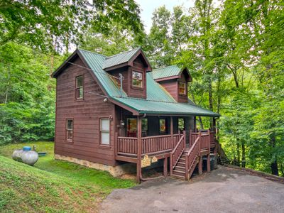 Photo for Gatlinburg Cabin with Fishing Pond access and Pool table in loft!