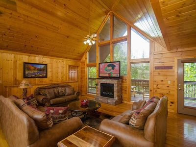Photo for 4BR/3.5BA,Upgraded Luxury Cabin w/Heated Pool,1 Mile DOLLYWOOD,Handicap access