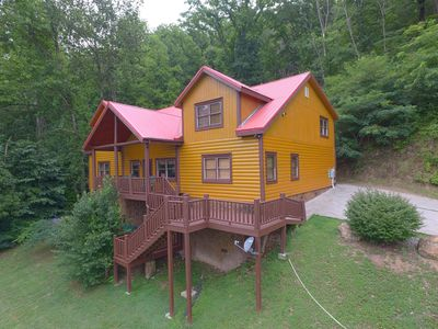 Great Views - This large log cabin lodge is secluded with mountains views, private pool, video arcade game room, & so much more!