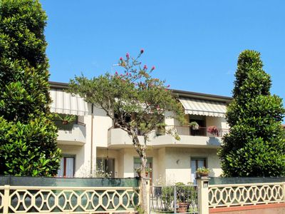Photo for One bedroom Apartment, sleeps 4 in Marina di Carrara with WiFi