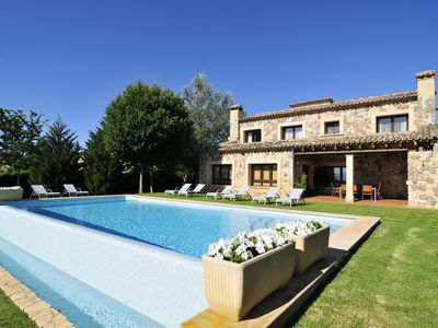 Photo for Beautiful villa with pool and barbecue. Ping-Pong 2. 500 m of garden.