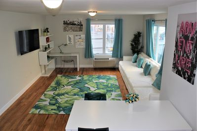 20 min to Midtown! Modern NYC Apt 12 Beds sleeps 15! Stunning local photo  Spots! - West New York