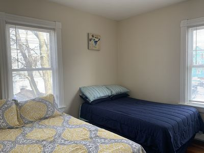 SECOND FLOOR 3 BEDROOM  Mins to Downtown PVD & Colleges sleeps 8
