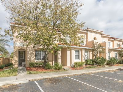 Photo for Stylish 3 bed townhouse located in Crestwnyd Bay, just minutes from Disney World