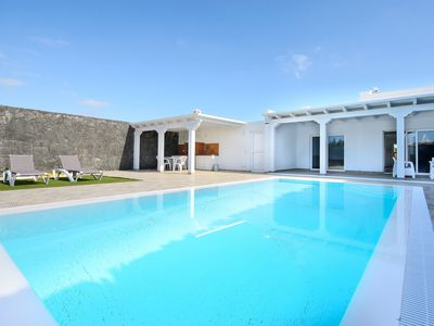 Photo for Elegant Villa with Pool, Spacious Terrace, Air-Conditioning & Wi-Fi