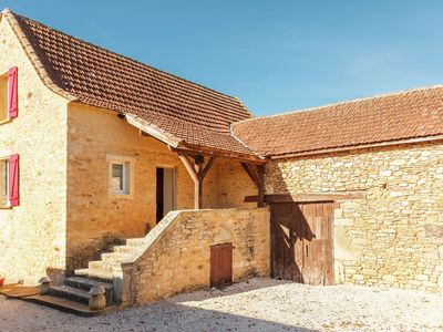 Photo for Holiday home with private swimming pool and panoramic view, near Prats-du-Périgord (2 km)