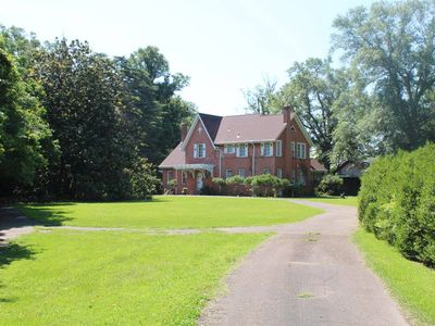 Photo for Honey Hill B&B Carriage House. A Historic home less than 1/2 mile from downtown