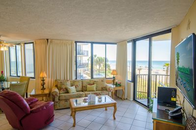 Surfside Sandcastle is decorated with a tropical flair that will make you feel right at home while you are on vacation.Stunning views from every room will amaze you every day.