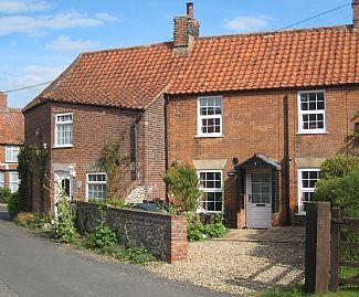 Photo for Character 2 Bedroom Cosy Cottage near Burnham Market and Brancaster Beach