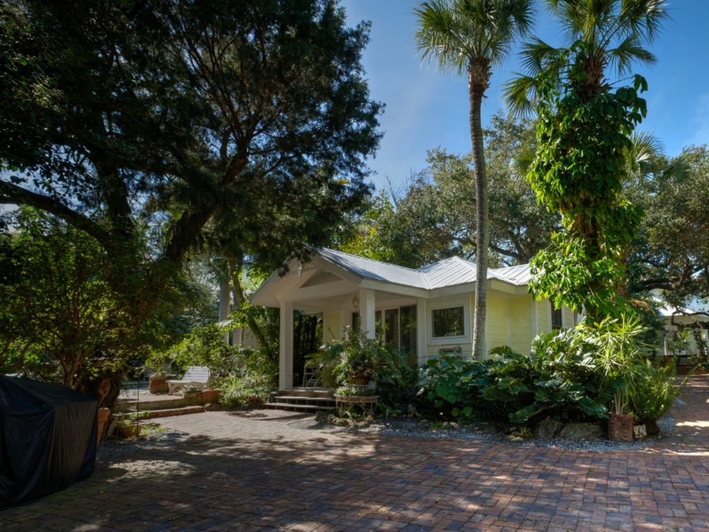 Luxury Beach Cottage HomeAway Siesta Key - And architectural cottages on secluded private pond homeaway