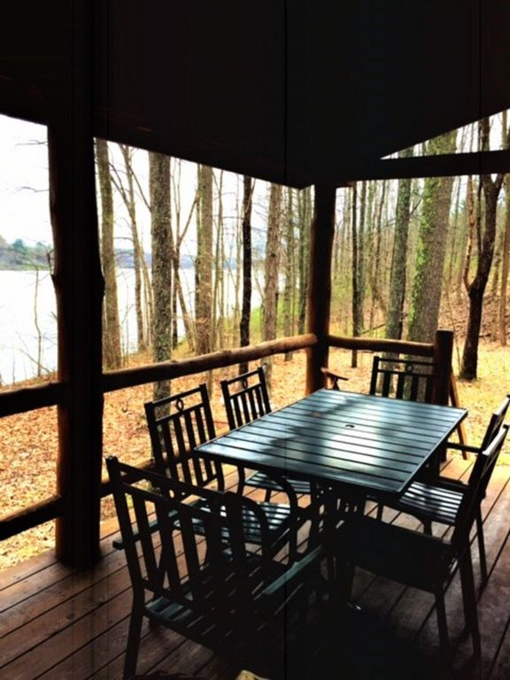 Gorgeous hocking hills lake front cabin right on lake for Fishing cabin rentals near me