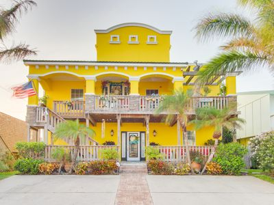Photo for Bright and tropical condo with private pool and easy beach access!