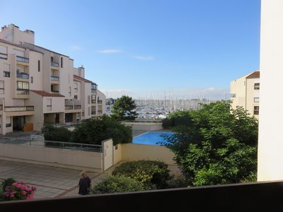 Photo for Bright and Cosy Apartment facing the pool and the Marina