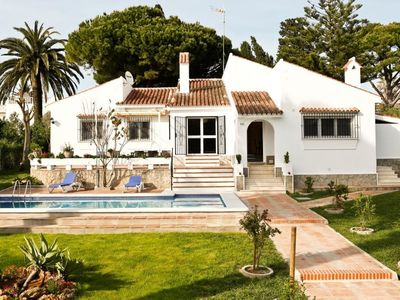 Photo for Spacious house with swimming pool, Wi-Fi and a beautiful garden near the beach