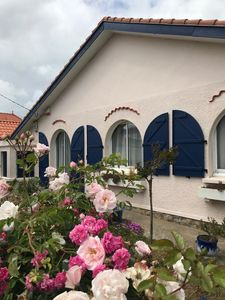 Photo for Lovely Fully Equipped Family House, Four Bedroom, sleeps 10, 300m from Beach