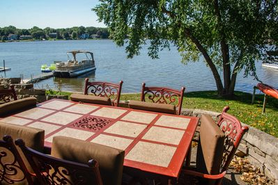 Located on the shores of Long Lake, this home for 6 can't be beat!