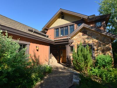 Photo for Elegant home with Seasonal pool, Hot tub, River trails and more