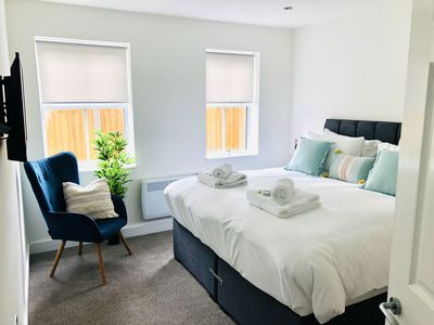 Photo for Opulent Central Sheffield Apartment Near Peaks 1