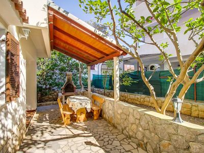 Photo for Two bedroom apartment with terrace Mali Lošinj (Lošinj)